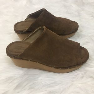 ⬇️$35 Urban Outfitters suede/leather wedges sz 6